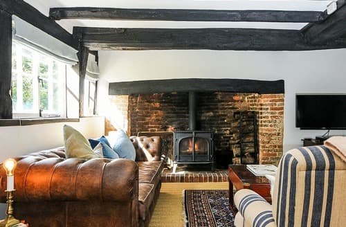 Last Minute Cottages - The Farmhouse at Lydhurst