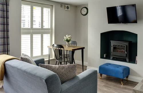 Last Minute Cottages - Wonderful Cheltenham Apartment S167604