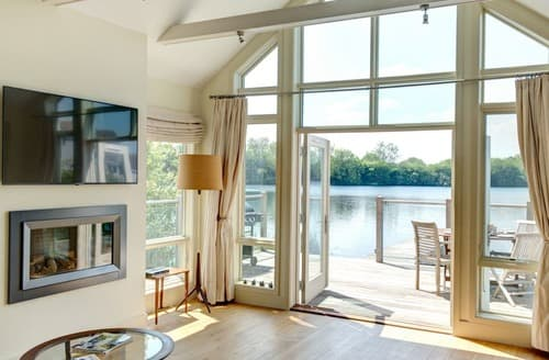 Last Minute Cottages - Stunning Cotswold Lakes Cottage S167613