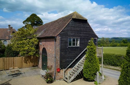 Last Minute Cottages - Battel Hall Oast