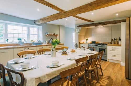 Last Minute Cottages - Manor Farmhouse