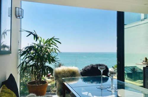 Last Minute Cottages - Pebble Shore, Sandgate