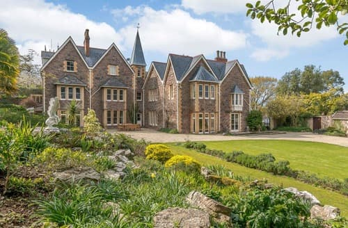 Last Minute Cottages - Winscombe Court & Lodge