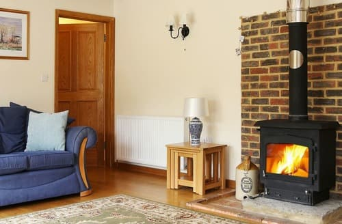 Last Minute Cottages - Inviting Brook Cottage S167777