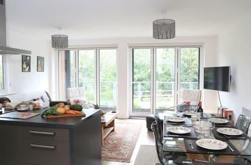 Big Cottages - Riverside Apartment