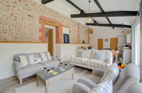 Last Minute Cottages - Cosy Edgefield Cottage S167876