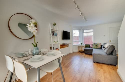 Last Minute Cottages - Adorable Cardiff Apartment S167906