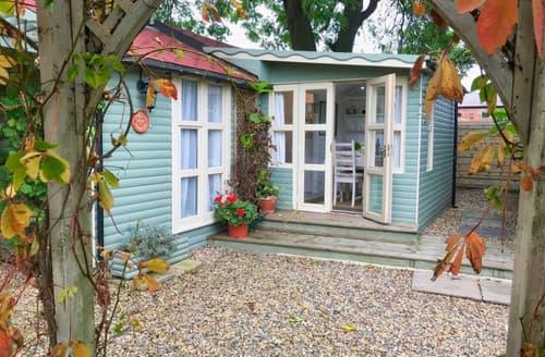 Last Minute Cottages - Garden Room