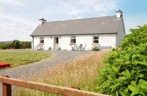 Last Minute Cottages - Little Irish Cottage