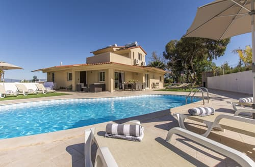 Last Minute Cottages - Villa Dea