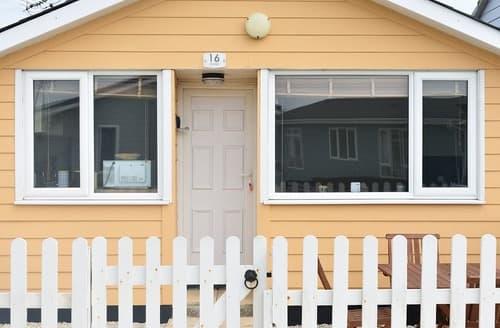 Last Minute Cottages - Tasteful Mundesley Lodge S168879