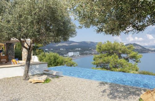 Last Minute Cottages - Villa Lartos