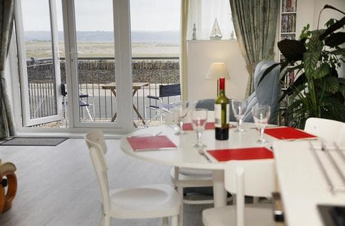 Last Minute Cottages - Beautiful Sw Wales Apartment S123409