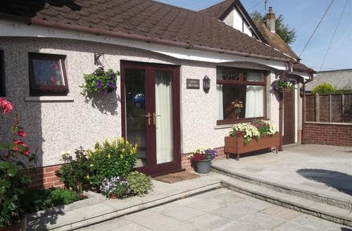 Last Minute Cottages - Stunning Three Crosses Cottage S102725