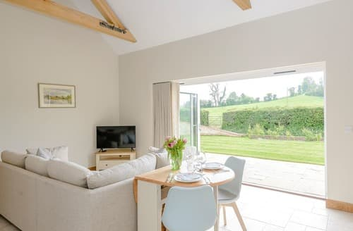 Last Minute Cottages - Farleigh Barn