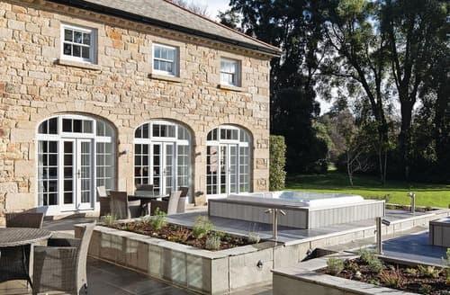 Last Minute Cottages - Coach House
