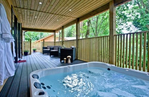 Last Minute Cottages - Cedar Lodge, South View Lodges, Exeter, Exeter