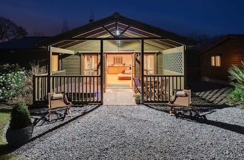 Last Minute Cottages - Kingfisher Lodge, South View Lodges, Exeter, Exeter