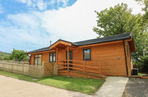 Last Minute Cottages - Chale Farm Lodge