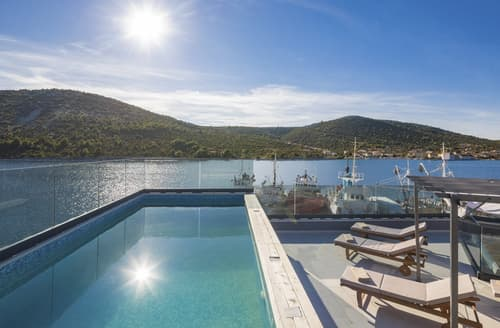 Last Minute Cottages - Villa Proteus