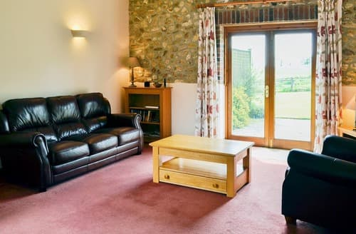 Last Minute Cottages - Meadow View - UKC3377