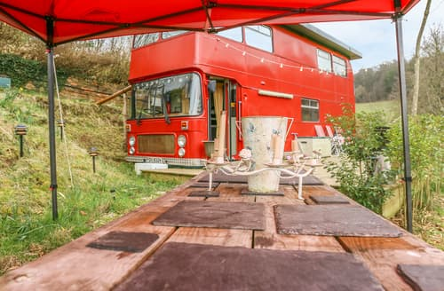 Last Minute Cottages - The Red Bus - Winter retreat