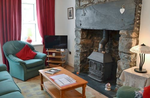 Last Minute Cottages - Isgoed