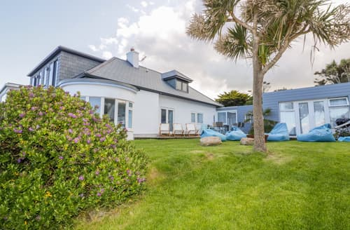 Last Minute Cottages - Blue Bay Beach House
