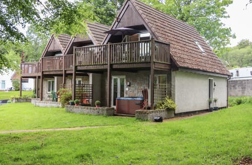 Last Minute Cottages - Valley Lodge 11