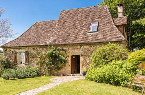 Last Minute Cottages - L'Hermite