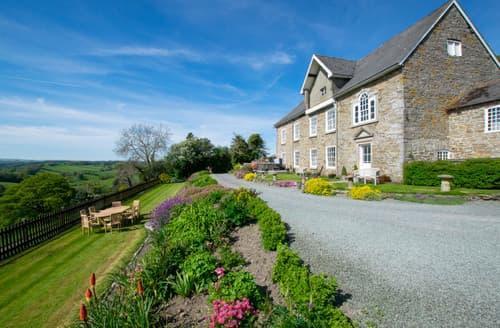 Last Minute Cottages - Trefnant Hall