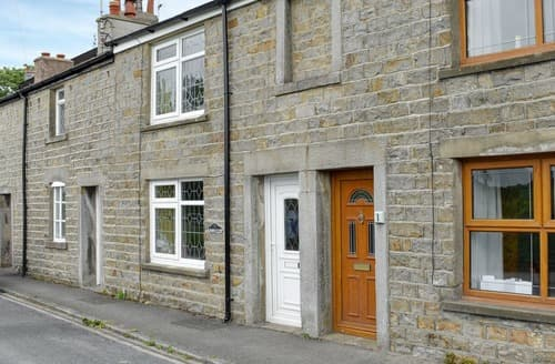 Last Minute Cottages - Damside Cottage