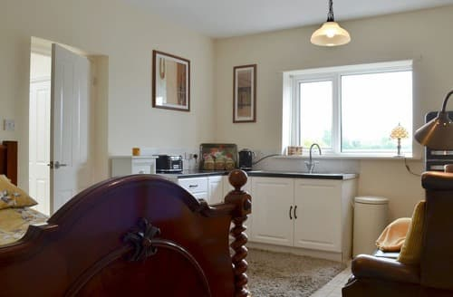 Last Minute Cottages - The Old School House Studio