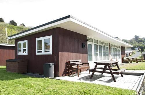 Last Minute Cottages - CA015 Summercliffe Chalet, Caswell