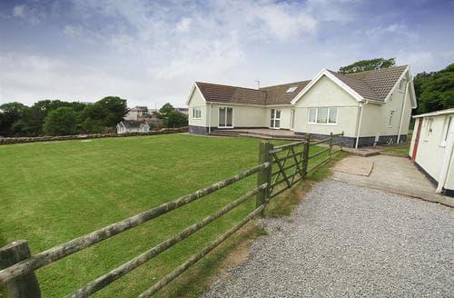 Last Minute Cottages - Castle Hill Bungalow, Horton