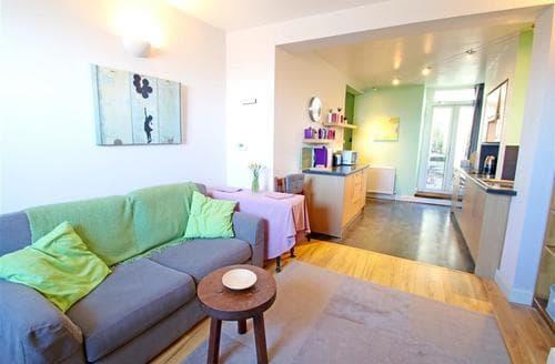 Last Minute Cottages - Mumbles Rd Apartment, Mumbles
