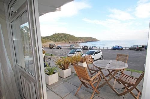 Last Minute Cottages - Redcliffe Apt, Caswell Bay