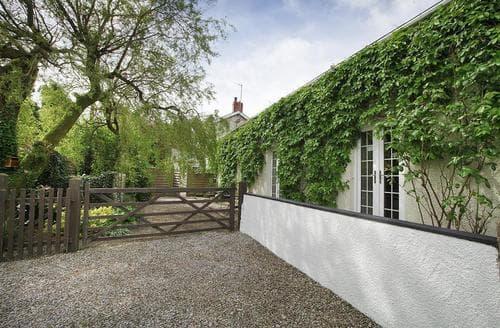 Last Minute Cottages - Llethryd Farm Cottage Two,  Llethryd