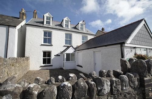 Big Cottages - Carreg Lwyd Farmhouse, Port Eynon
