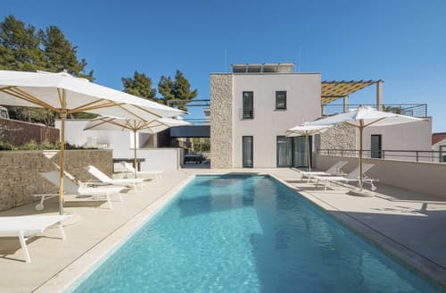Last Minute Cottages - Villa Evadne