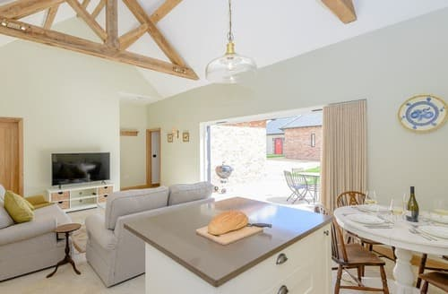 Last Minute Cottages - Holybourne Barn