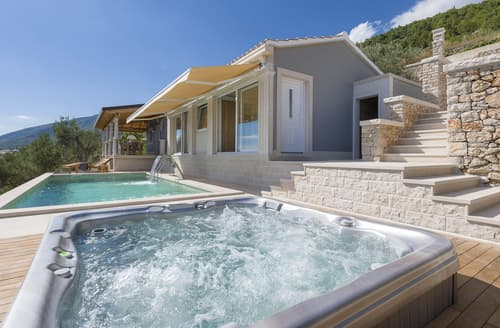 Last Minute Cottages - Villa Posa