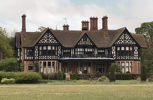 Last Minute Cottages - Manor House