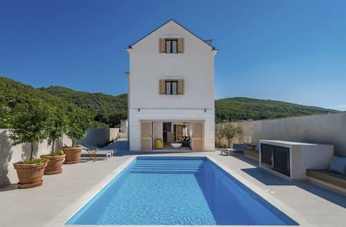 Last Minute Cottages - Villa Ria