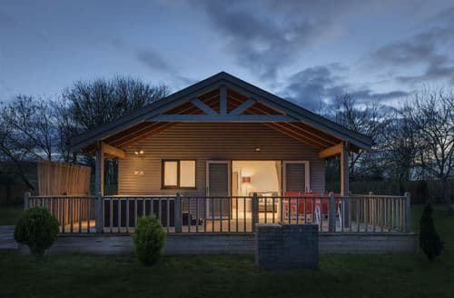 Last Minute Cottages - Kingfisher Lodge, Redlake Farm, Somerton, Somerton