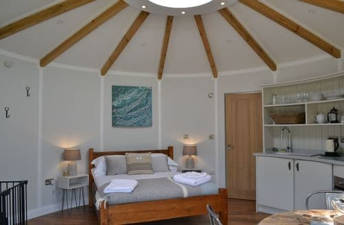 Last Minute Cottages - The Ocean Room Roundhouse, East Thorne, Bude, Bude