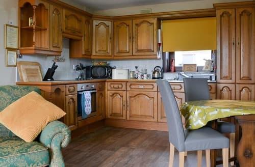 Last Minute Cottages - Dove Cottage - UK12175