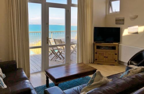 Last Minute Cottages - Sea Front House 2