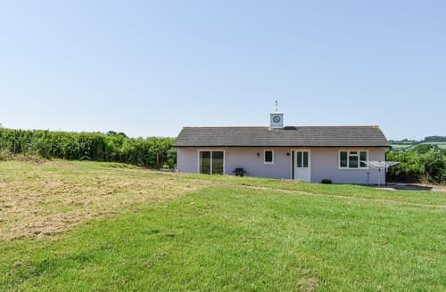 Last Minute Cottages - The Stables at Greenview