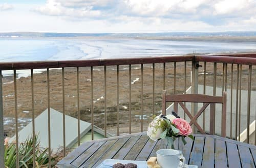 Last Minute Cottages - Sea Front House 3